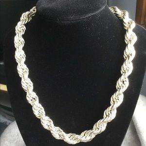 Jewelry - Beautiful Silver Tone Statement Necklace...